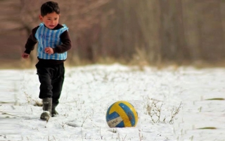 Messi Meets Afghan Boy who wears plastic bag jersey